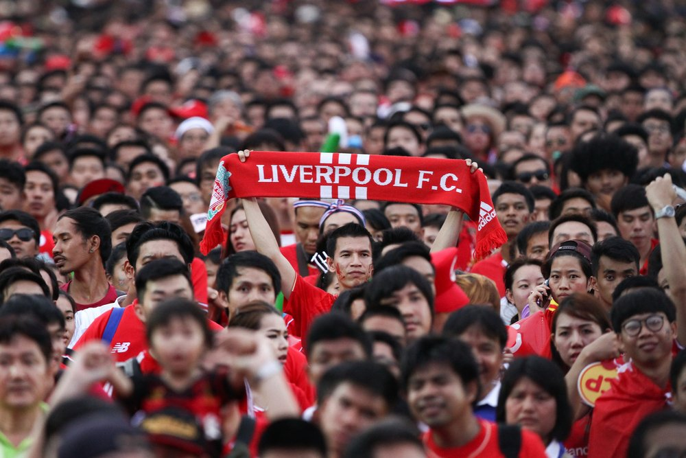 Liverpool on top, Arsenal 1-1 Tottenham draw, Swansea crushed by Manchester United