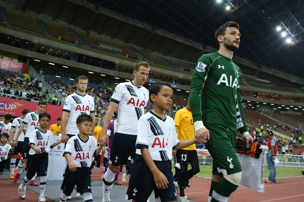 Tung förlust för Spurs och Holländskt intresse för Larsson