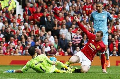 Rooneysta ManU:n kaikkien aikojen maalintekijä ja Liverpool koki shokkitappion kotinurmellaan