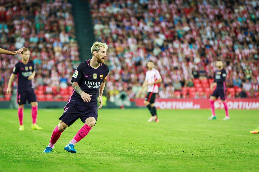 Veikkausliiga täydessä vauhdissa, Barcelonalle shokkitappio Espanjassa