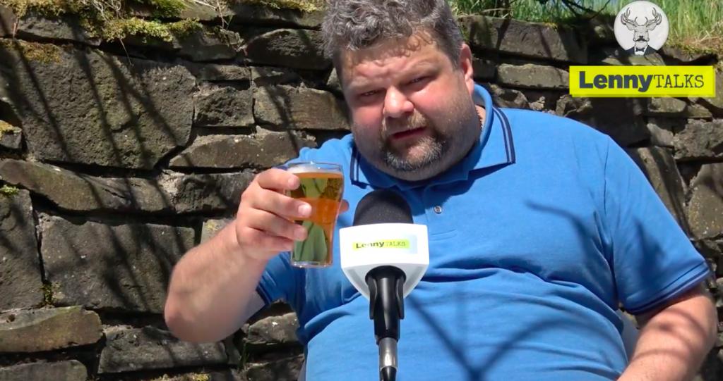 Innan färden till Paris – här njuter reporten av en kall öl medan han minns årets VM