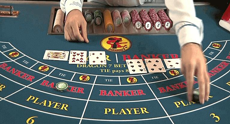 Baccarat Live Casino Tisch und Dealer